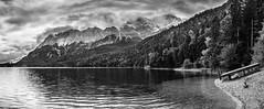 Eibsee mit Zugspitze (Fliwatuet) Tags: alpen alps alpspitze ammergaueralpen bavaria bayern deutschland em5 garmischpartenkirchen germany grainau herbst mft olympusomd panorama zugspitze zugspitzregion pano de