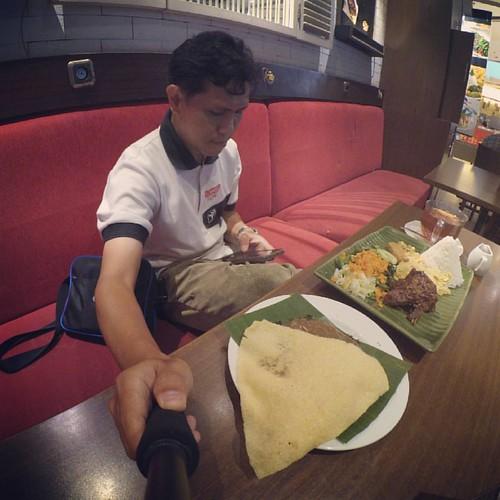 Makan siang seru. Dua menu, nasi urap dan semanggi. Wareg bos!! @grandcitysub @riabistro #mygrandcity #gclunchtreats #hotel88embongmalang