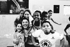 Uma Saudadezinha (karinadonaria) Tags: blackwhite peoples pessoas favela mar rio de janeiro
