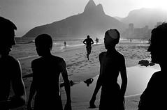 Bresil Marginal (Mimi Mollica) Tags: beach boys brazil capoeira developingcountry exotic favelas group holidays ipanema jump marginal mimi mollica morrodosdoisermaos poverty presidentlula riodejaneiro shantytown silouette southamerica sport suburbs sunset thirdworld tropical violence young rj