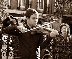 Gente divertida :))) Fun people (Caty V. mazarias antoranz) Tags: funpeople gentedivertida people personas gente genteenlacalle españa friends happyday inspain jugandoconlafotografía libertad noalaviolencia risas spain tolerancia madrid comunidaddemadrid cascorro plazadecascorro elrastro violín músicaenlacalle violinista