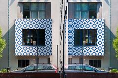 No. 9 (glukorizon) Tags: auto china house reflection car facade nederland delft symmetry huis centrum porcelain faade zuidholland gevel delftsblauw reflectie spiegeling symmetrie delftware porcelein flickrmeetnederland doelentuin fmn080613 flickrmeetupdelft doelenpark