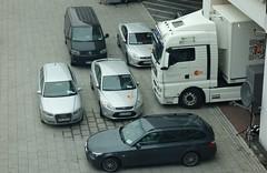 zugeparkt (BZK2011) Tags: man bus ford vw tv bmw audi frankfurtammain zdf