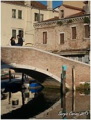 Chioggia - Il ponte (farsergio) Tags: bridge people italy woman house man donna europa europe italia raw gente barche case ponte persone uomo venezia vena canale chioggia veneto farsergio canong15