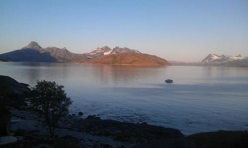 """Husbyviktinden, Rundtinden, Midnattstinden og Prestmåsøya.. Foto: Helge Johansen. <a style=""""margin-left:10px; font-size:0.8em;"""" href=""""http://www.flickr.com/photos/110173116@N08/11117869474/"""" target=""""_blank"""">@flickr</a>"""