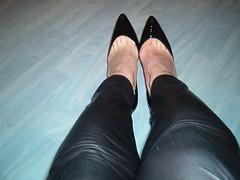 IM006377 (grandmacaon) Tags: highheels classicpumps hautstalons lowcutshoes toescleavage pepejimenez