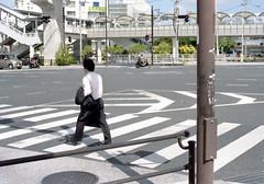 東 横断歩道を渡るひと Naha-si, Okinawa (ymtrx79g ( Activity stop)) Tags: street color slr film japan analog nikon kodak 35mmfilm okinawa 135 沖縄 kodakgold100 街 写真 銀塩 フィルム nikonnewfm2 那覇市 nahasi nikonainikkor50mmf14 歩行走行 walkandrun 201311blog