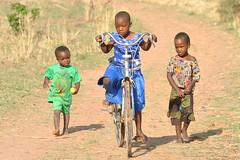 tjejer-cyklar