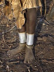 pieds (Olivier DARMON) Tags: africa black river photography african details tribal r tribes warriors ethiopia tribe ethnic afrique ethiopie peuples africantribes αιθιοπία fleuveomo olivierdarmon peuplesoubliés αιθιοπίαэфиопия埃塞俄比亚埃塞俄比亞이디오피아エチオピアäthiopienetiopía種族ethiopiëetiopiaetiópia에티오피아etiopienetiopijaетиопијаetiyopyaאתיופיה衣索匹亚衣索匹亞 эфиопия埃塞俄比亚埃塞俄比亞이디오피아エチオピアäthiopienetiopía種族ethiopiëetiopiaetiópia에티오피아etiopienetiopijaетиопијаetiyopyaאתיופיה衣索匹亚衣索匹亞