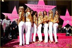 heidi-klum-victorias-secret-fashion-show-2007-09 (halickitoby) Tags: white leather skinny gold pants heidiklum secret jewelry victoria jeans rings jacket heels bangle