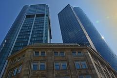 Alt trifft neu (Niwi1) Tags: architektur gebäude outdoor frankfurt hessen germany haus hochhaus wolkenkratzer nikon niwi1 stadt house old new skyscraper city