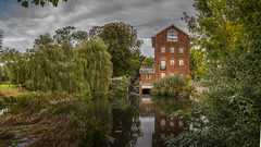 Mill on the Chelmer near Felsted (Linton Snapper) Tags: mill chelmer felsted essex canon linton ef35mmf2isusm