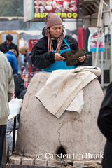 Khiva market - the portable oven (10b travelling) Tags: 10btravelling 2015 asia asien carstentenbrink centralasia dishonqala genericplaces iptcbasic ichonqala khiva otherkeywords polvondarvoza silkroad sovietunion ussr uzbek uzbekistan xiva east gate kiln market oven tandoor tenbrink thestans woman