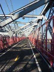 Walking along the Williamsburg Bridge (ndh) Tags: