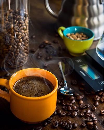 Nikmatnya ngopi di minggu pagi ☕️ #kopitubruk #kopihitam #ngopi #kopi #blackcoffee #indonesianbrew #singleorigin #indonesiancoffee #coffee #coffeetime #coffeegram #hario #v60 #dripscale #minoltamd50mm #minoltamacro #coffeegraphy #tonihandoko