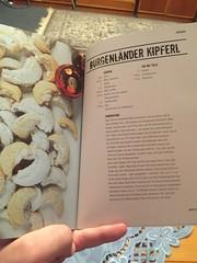 20161119_BurgenlaenderKipferl_072 (weisserstier) Tags: backen baking kche burgenlnderkipferl kipferl nahrungsmittel kuchen dessert nachspeise keks buch kochbuch book bernierieder