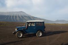 Java (O!i aus F) Tags: java asien osm k5 nationalpark bromo tengger vulkan krater indonesien jeep suv toyota