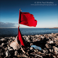 Flag (ScudMonkey) Tags: flag c2016paulbradley southgare teesmouth rivertees squareformat red blue colour foundobject shoe abandoned canon 6d ef1740mmf4l