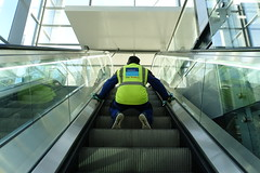 Cleaning efficiently (theo_vermeulen) Tags: denhaag thehague centraal station