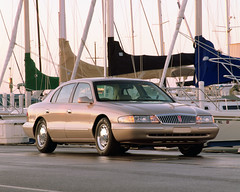 Lincoln Continental 1997. (Manhattan4) Tags: sedan continental lincoln 1997