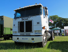 BCK574Y 1983 White Road Commander Tractor Unit (Beer Dave) Tags: road usa white tractor classic truck lorry commercial 1983 commander unit amercian hgv bck574y
