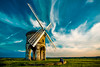 Chesterton Windmill, Warwickshire (Davoud D.) Tags: uk blue england mill windmill couple romantic chesterton warwickshire goldenhour partlycloudy chestertonwindmill