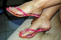 Anita105 (J.Saenz) Tags: feet foot mujer women shoes toe nail tacos polish zapatos thongs pies heels pedicure tacones slides pieds mules p pintada  slippers dedo footfetish pulsera scarpe schuh fetiche toenail pezinho shoefetish pedi lackiert esmalte ua pedicura tacchi tobillera fetichismo tobillo  shoeplay womenfeet  podolatras fse  ancklett