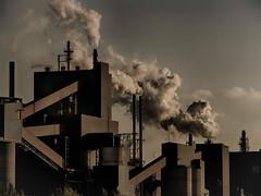 Atmosphère Dense / Dense Atmosphere (!Michel Grenier!) Tags: plant industry smoke tracy pollution industrie usine density densité fumée panache metallurgy métallurgie plumeofsmoke qit québecferettitane lumixgvario100300f4056 olympusem5 quebecironandtitanium
