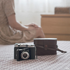 A year of sunday 4/52 (idni . idniama) Tags: camera morning pink autumn light woman fall vintage bed nikon room otoo gettyimages analogic 2013 ayearofsundays idni gettyimagesiberiaq3