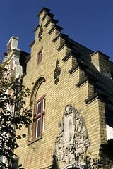 Bailleul, maison de la Dentelle (Ytierny) Tags: france vertical architecture construction muse brique maison btiment dentelle faade nord bailleul edifice flamand flandre briquejaune citflamande ytierny