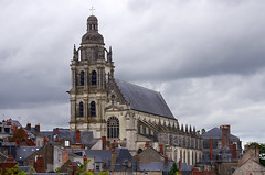 Blois (Loir-et-Cher) (sybarite48) Tags: france tower torre tour cathedral toren dom catedral steeple campanile cathdrale turm campanario kathedraal  cattedrale blois clocher loiretcher   kule katedra kirchturm   katedral campanrio  wiea     wiey  ankulesi
