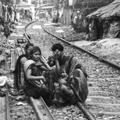 kolkata (daniele romagnoli - Tanks for 25 million views) Tags: railroad india nikon asia indie kolkata indien calcutta slum slums inde d800 ferrovia indija indiadelnord romagnolidaniele