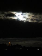 Vrdsbergs kyrka 21 sep 2013, fullmne(full moon) IMG_3975 (Johan Kleventoft) Tags: moon night clouds landscape twilight churches swedish full nightshots kyrka svenska moln stergtland mnen nattfoto fullmne kyrkor vrdsberg vrdsbergs