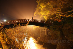 Nikko bridge (Anthony-Lacaes) Tags: lighting bridge light orange japan night jaune photography japanese photo shot traditional anthony pont  nikko nuit japon japonais eclairage   japonaise traditionnel lacaes