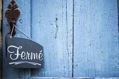 Weekend (holzer_r) Tags: france weekend closed door doorhandle frankreich cordessurciel tre trschloss ferme blau blue trouver porte de bois midipyrnes dpartement tarn cheflieu grand fauconnier sigma 50mm