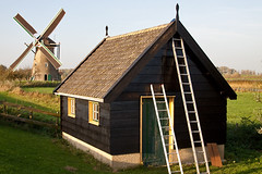 Dutch Heritage (peterreading) Tags: dutch nl nederland netherlands holland kinderdijk molen windmolen windmill mill house cottage history historic heritage tourist tourism landmark europe european culture