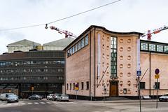 Taidehalli (Jori Samonen) Tags: street car building construction crane traffic sign cloudy nervanderinkatu aurorankatu intersection etutl taidehalli kunsthalle helsinki finland