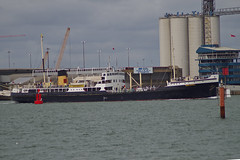 Shieldhall steams away from Southampton (David Blandford photography) Tags: sssheildhall shieldhall southamptonwater southamptondocks hythe hampshire