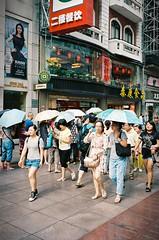 Sun Protected Shopping (czuerbig) Tags: leicam6 summaron3528 35mm kodak portra400 iso400 c41 meinfilmlab streetphotography women shopping umbrella