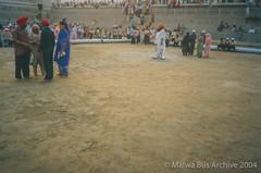 2004-Golden Temple Kar Sewa 6 (Malwa Bus Archive) Tags: amritsar goldentemple india punjab sikhs to416 travel karsewa malwabusarchive 2004