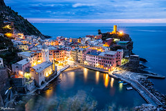 Vernazza by night (StephAnna :-)) Tags: altstadt antlantischerozean atlantic cinqueterre dorf italia italie italien langzeitbelichtung lichter meer nacht nachtaufnahme sonnenuntergang vernazza vielleville acienttown coucherdesoleil lights longexposure lumire mer night nightphotography nuit ocean sea sunset town village