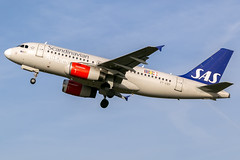 SAS OY-KBP A319-132 EGCC 31.10.2016 (airplanes_uk) Tags: 31102016 a319 a319132 airbus aviation egcc man manchesterairport monday oykbp planes sas
