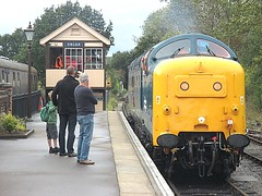 55019 Royal Highland Fusilier backs onto the stock at Ongar, EOR Epping Ongar Railway 08.10.16 (Trevor Bruford) Tags: eor epping ongar heritage railway br blue train diesel locomotive deltic d9019 9019 55019 royal highland fusilier napier ee english electric dps preservation society