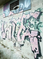 Lpes (neppanen) Tags: sampen discounterintelligence suomi finland helsinki helsinginkilometritehdas piv85 reitti85 pivno85 reittino85 lpes wpes graffiti streetart meilahti