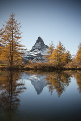 Peace of Grindjisee (Alessandro Vastalegna) Tags: landscape lake mountain swiss alps switzerland 2016 autumn canon700d efs1755mm daylight longexposure matterhorn zermatt reflection haida marumi manfrotto nature flora peace cervino grindjiseelake colours outdoor sunshine clear sky