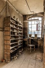 Porzellanfabrik 03 - viele Formen (ho4587@ymail.com) Tags: lostplace verlassen abandoned alt kaputt porzellan fabrik fenster licht stuhl formen regal