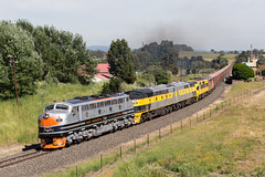 2016-12-04 SSR B61-S317-GM27-GM10-S302 Millthorpe b 8778 (deanoj305) Tags: millthorpe newsouthwales australia au ssr southern shorthaul railroad b61 s317 gm27 gm10 s302 8778 coal wagon transfer main western line nsw streamliner emd electo motive diesel locomotive
