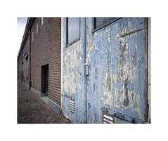 decaying door (ha*voc) Tags: mamiya7ii 80mm 220 mediumformat 6x7 film rangefinder fujiprovia100 urban urbanfragments urbandecay almelo