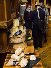 Smelly Cheese (raspu) Tags: uk inglaterra england london shop vendedor stand market mercado queso londres borough seller spitafield chesse puesto