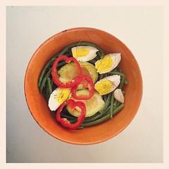 38η μέρα, μεσημεριανό: αμπελοφάσουλα στον ατμό με βραστό αυγό, αβοκάντο, ίνες πάπρικας & κόκκινη πιπεριά. Στο νερό των φασολιών έβαλα τζίντζερ, σκόρδο & τσίλυ. #natachef #diet #dietry #dietporn #instadiet #food #foodie #instafood #cookisto #healthy #lunch